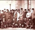 Mustafa Kemal, sağında Çerkes Ethem,solunda Kazım Özalp, Bekir Sami, oturan soldan ikinci Kazım Karabulut